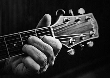 guitar-806256__340